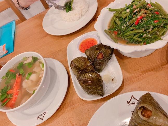 Stir-fried kangkong, pandas leaves chicken, clear tomyum soup