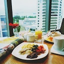 Breakfast with a view today at @grandmercureroxy executive lounge.