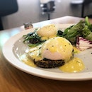 Healthier version of the popular eggs benedict with quinoa cakes instead of muffins!