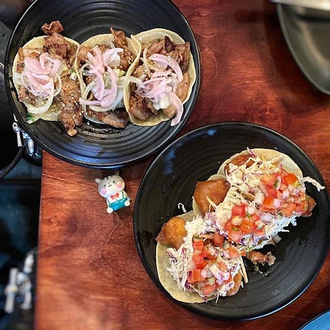 Korean pork belly & crispy baja fish tacos🌮❤️ #poomsandpoms #foodies #sgfood #sgfoodies #sgeats #sgfoodporn #singaporefood #sgfoodtrend #eatmoresg #eatoutsg #foodinsing #yummyinmytummy #fatdieme #sgbars #bars #stfoodtrending #8dayseat #burpple #tacos #komex #koreanporkbelly #bajafishtacos #vatosurbantacos #southbeachtower
