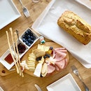 Homemade beer bread and a selection of cheeses from The Providore's cheeseroom 😍 .