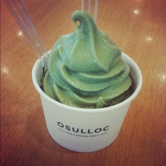 tried the signature green tea icecream and it's so crazy goood!!