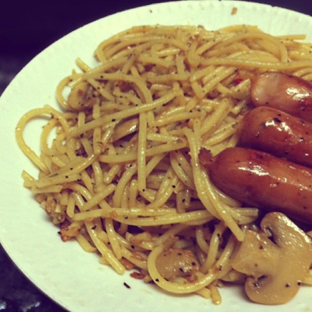 Mushroom Aglio Olio With Black Pepper Sausages