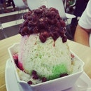 Ice kacang #umakemehungry #sgfood #sghawkers #singaporefood #yummy #umakemehungry #yummy #foodphotography #foodie #foodgasm #foodstamping #foodbloggers #foodoftheday #foodporn #foodspotting #instafood #instasg #justeat #openricesg #8dayseatout #lifeisdeliciousinsg #shiok #yums #foodblogs #igsg #nomnomnom #desserts