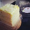 Eggless Durian cake #umakemehungry #foodphotography #foodie #foodgasm #foodstamping #eggless #emicakes #durian  #foodbloggers #foodoftheday #foodporn #foodspotting #followme #yummy #sgfood #singapore #makanhunt