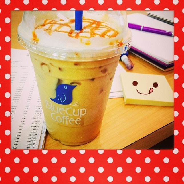 Lazy day 😌😌 #coffee at S&P buy one get one FREE  #linecamera