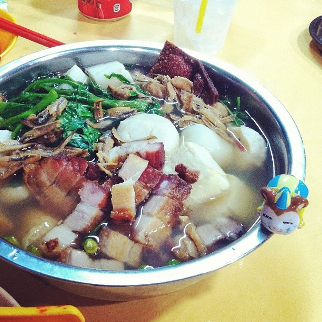 "#Latergram- Finally got the chance to try this legendary midnight/ ""dog bowl"" Yong Tau Foo last night!"