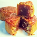Lotus Seed Moon Cake, so authentic, must try!