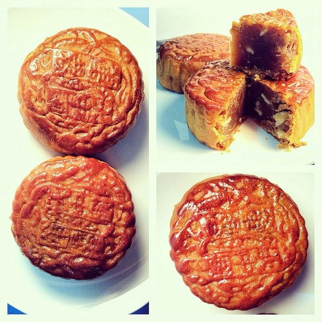 The freshest and most authentic Moon Cakes in Singapore.