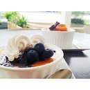Blueberry Creme Brûlée &  Bread and Butter Pudding #whitagram #dessert
