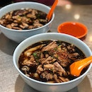 Lebuh Kimberley (Kimberley Street) is a famous street in Georgetown, Penang for its delicious choices of local food & the stall selling kway chap is probably the most popular among patrons.
