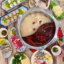 Are you a fan of both hotpot and mala xiang guo? You can have the best of both worlds at Huo La La Spicy Pot, a concept featuring both all-you-can-eat Chong Qing style hotpot buffet and mala xiang guo located at Serangoon Gardens.