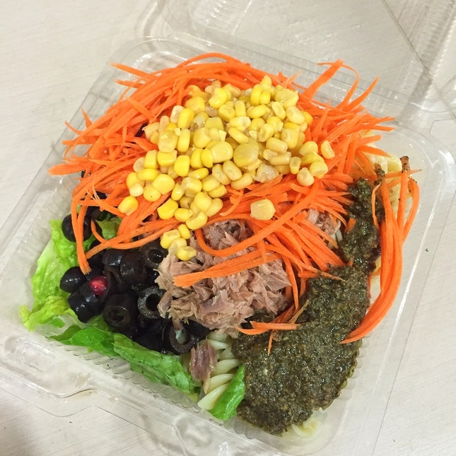Salads That Give Lots Of Bang For Your Buck ($5.40 for Standard Lettuce Base + 5 Toppings)