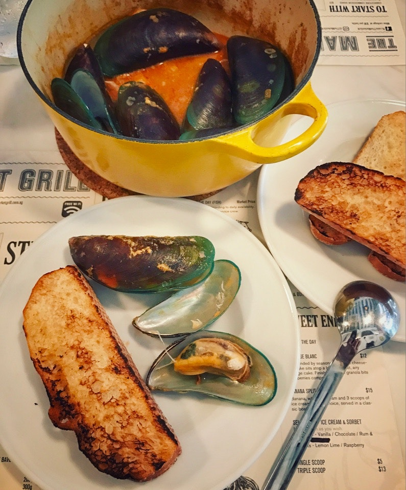 Mussels In A Pot ($25++)