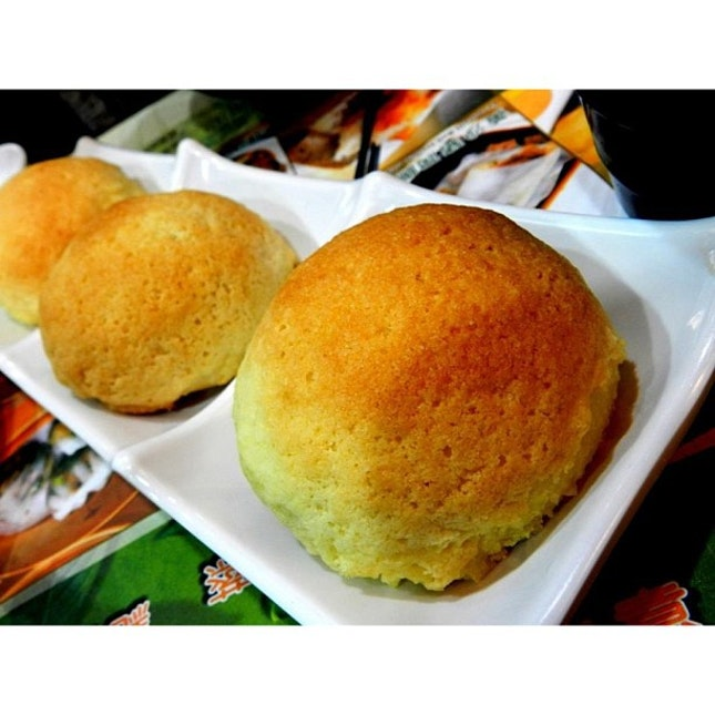 Craving for this damn good pork buns from Tim Ho Wan.