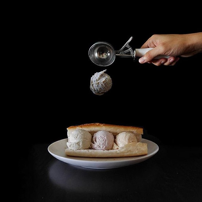 Make myself a simple ice cream sandwich thanks to @solargensis ideas, using gelato from ALFERO GELATO, who was recently crowned the Best Ice Cream Parlour by RAS Epicurean Star Award Singapore 2015!
