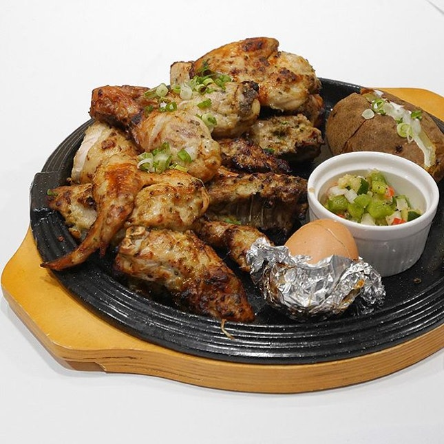 Rosemary Chicken •SGD 29.90• • A satisfying dish that makes me fall in love with this impressive savory rosemary chicken.