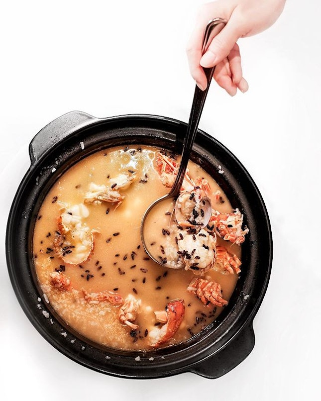 House Special Local Lobster Porridge with Clams and Puffed Rice •SGD 18 per 100g• • If I could name a dish I could eat everyday and not get sick of, it will be this majestic claypot lobster porridge from Yan.