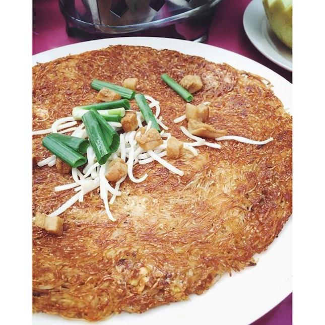 烧焦米粉。Chao ta bee Hoon  #yongkee#zichar#burpple#weekend#eatoutsg#instapic#instafood#foodporn#foodie#foodpics#foodphotography#crispy#instadaily