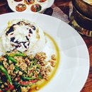 😋slurps  #basil#chicken#potd#instapic#instamood#foodporn#foodpic#foodie#modernthaicafe#cafepal#middleroad#burpple#eatoutsg#cafehopping#whati8today#yummy#thaifood
