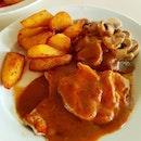 #westernfood #oldschool #porkchop #brownsauce #potatochips #mushrooms #singapore #colbar #sgfood #food #foodie #foodstagram #ilovefood #icapturefood #instafood #foodporn #foodgloriousfood #epochtimesfood #foodblogger #yummy #delicious #eatout #burpple #8dayseat