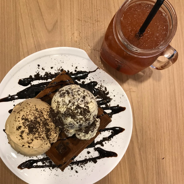 Salted Caramel & Cookies & Cream With Charcoal Waffle