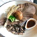 "Grill Summer Mushroom Steak On ""Pu-Ye"" Hot Stone"