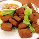For Splurge-Worthy Nyonya Lunch