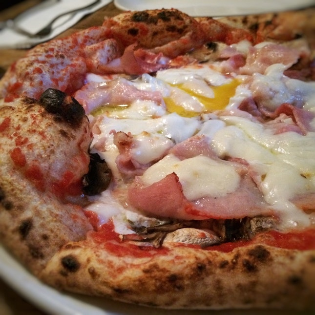 For Neapolitan Pizzas in a Charming Spot