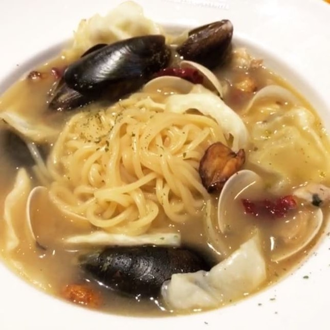 #burpple | luv the sweet clams and white wine infused broth of this #vongole ppong