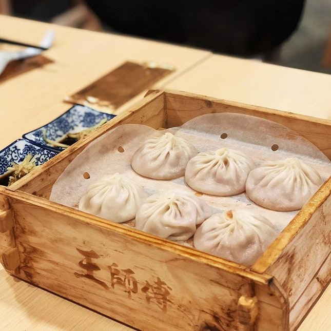 Thin-skinned Xiao Long Bao at 艺厨 is juicy and yummilicious!