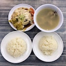 A chicken rice feast always start with a White Chicken Rice Set for 2 that comes with a big bowl of soup!