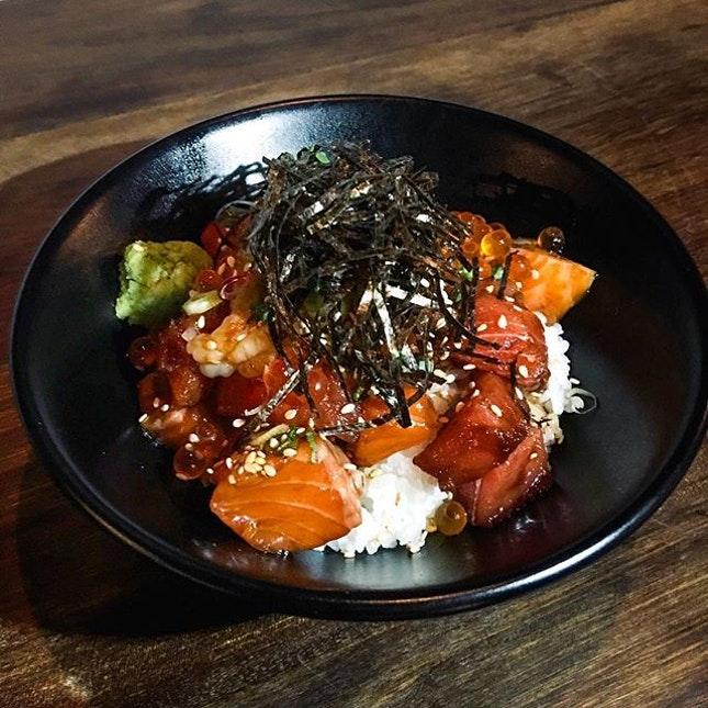 Barachirashi Don  The don comes with freshly cubed salmon, tuna and prawns, that was topped with ikura roe and glazed with soy sauce that turned out to be appetizing in overall and easily devoured.