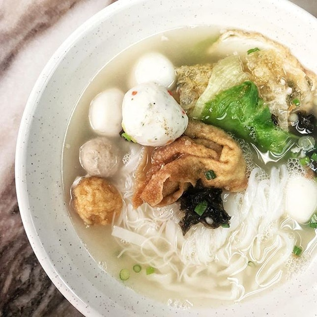 I'm not a fan of fishball but I quite layan this kuey teow soup here because there's fried garlic bits in the soup.