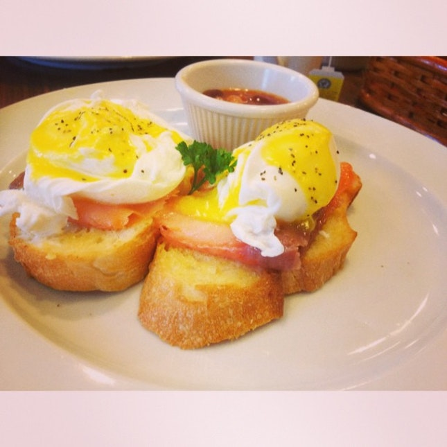 Swensen's Egg Benedict with Smoked Salmon for today.
