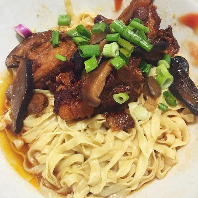 This morning's 香菇軟骨麵 🍄🐷🍜 #noodles #pork #tendon #mushrooms #chinesefood #foodie #foodiesg #sgfoodie #foodart #foodinc #fooddiary #foodstagram #foodspotting #foodporn #foodphotography #sgfood #sgfoodporn #sgfooddiary #sgmakandiary #instafood #lifeisdeliciousinSingapore #Burpple #HungryGoWhere #8DaysEat #eatbooksg #eatoutsg #sgeats #thegrowingbelly