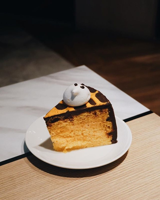halloween chocolate orange cake from @kithsingapore - not bad at all!