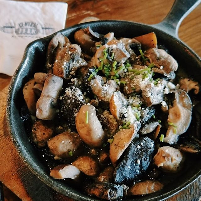 Phoebe's Mushrooms ($14) 🍄 ⭐️ 2/5 ⭐️ 🍴While the mushrooms were cooked well and had hints of rosemary & thyme, they were simply too salty, especially when it got towards the bottom parts where the mushrooms had been soaked in the salty butter sauce.