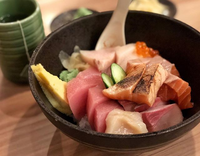 Kaisen Chirashi Don (Regular $26.90) 🍱 ⭐️ 4.5/5 ⭐️ 🍴Very thick & very fresh slices of sashimi 😍 in this high quality & yummy chirashi bowl.