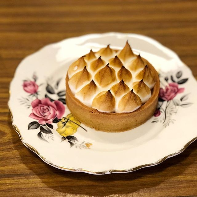 Passionfruit meringue tart ($6.80) 🥧 ⭐️ 3.5/5 ⭐️ 🍴Used to be one of my favourite desserts but it's been awhile since I've last eaten it, and I must say that sadly, the standard has fallen (& price has risen).