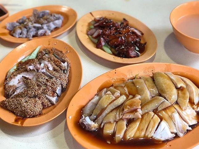 Steam Chicken, Sesame Chicken, Cha Siew & Chicken rice (~$4.50/person) 🐔 ⭐️ 4.5/ ⭐️ 🍴Shared 1/2 a 白鸡 (steamed chicken) & one plate each of sesame chicken & cha siew (pork).