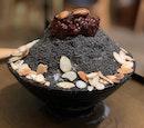 Black sesame bingsu ($15.90) ⭐️ 4/5 ⭐️ 🍴Tasty dessert great for sharing amongst friends.