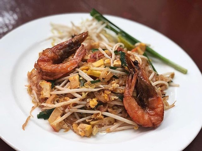 Shrimp Pad Thai (80baht; S$3.50) ⭐️ 3.5/5 ⭐️ Porridge with river prawn (150baht; S$6.30) ⭐️ 3.5/5 ⭐️ 🍴The #padthai here is a sweeter version and might be a bit sweet for some but it is flavourful and well-cooked.