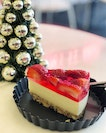 Strawberry tofu cheesecake ($6.90) ⭐️ 4.5/5 ⭐️ 🍴It's pricey but #cakespadesg holds a dear place in my heart, being one of my first favourite artisan cake shop.