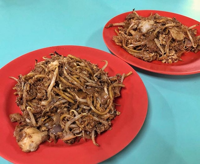 Char kway teow ($4.50) ⭐️ 4.5/5 ⭐️ 🍴One of the most famous #charkwayteow that has a usual queue of around an hour.