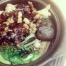 煲仔饭  claypot rice with chicken, mushroom, preserved sausage, salted fish  #lunch #nomnom #foodporn #sgfood #eatout #friday #burpple