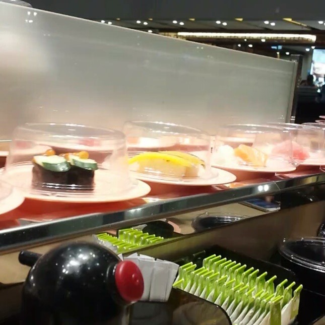 the sushi on the belt go round and round, round and round, round and round (sing to The Wheels On The Bus Go Round and Round)  #dinner #sushi #cheapandgood #sgfood #makan #burpple #whatiate #inmytummy #eatout #eatsimple #nomnom #foodporn #instavideo