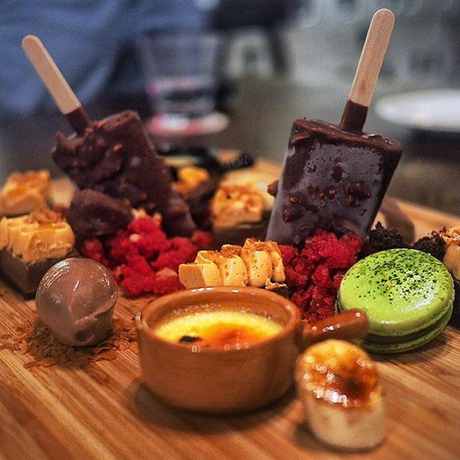 No matter how greedy you are, this huge dessert platter is quite hard to conquer on your own.