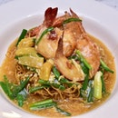 Among the many new buffet dishes Hotel Rendezvous has to offer is this Deep Sea King Prawn Crispy Noodles.