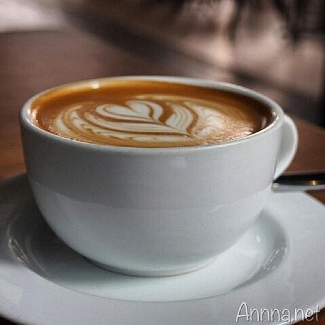 One flat white pls ♡ #lifebooster  #takepicha #dinewithannna #livetoeat #food #foodpic #foodphotography #foodspotting #foodie #foodgasm #burpple #coffeehouse #coffeelover #cafe #coffee #flatwhite #theredbeanbag #publika #solarisdutamas #kl #kualalumpur